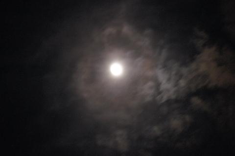 月食前の光環
