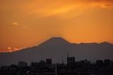空に浮かぶ富士山の影