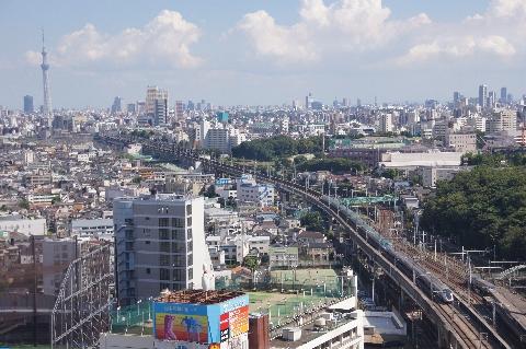 東京スカイツリーと東北新幹線