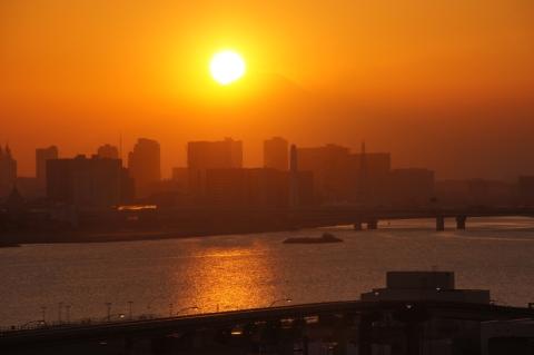 富士山にかかった太陽