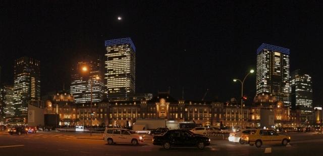 東京駅と十三夜の月・スイングパノラマ