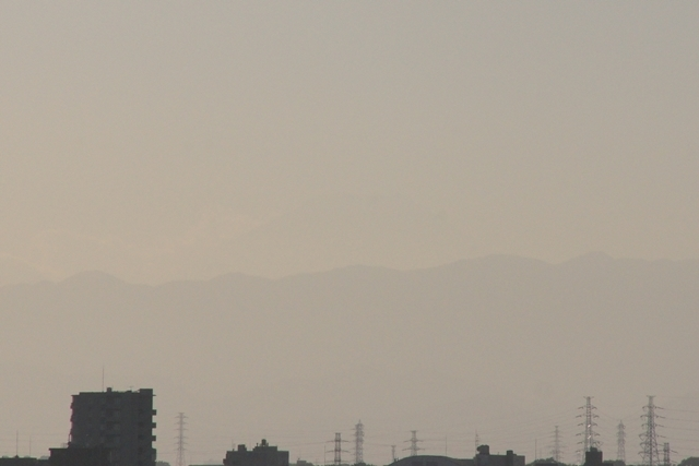 うっすらと富士山