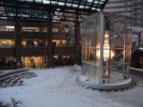 雪の中のバカラシャンデリア