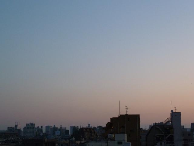 朝焼けの中の東京タワーと東京タワー