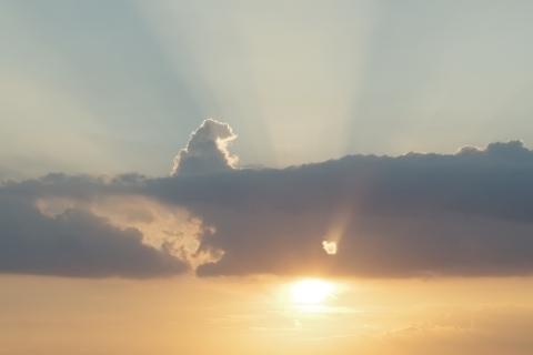 雲にのるゴジラ.JPG