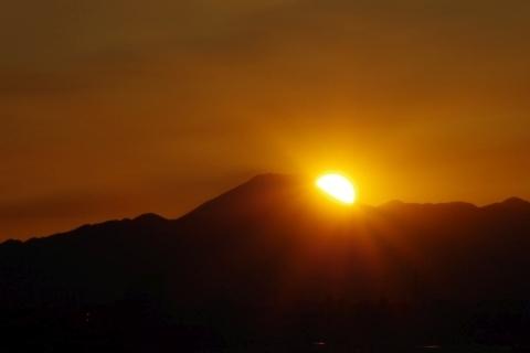 富士山の中腹に差し掛かった太陽