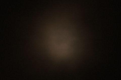 雲の中の満月