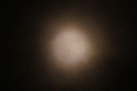 ボヤーっとしたなかの満月