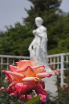 女神の像とダイアナ プリンセスオブウェールズ