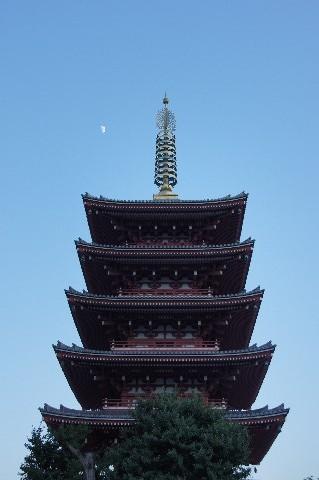 五重塔と九夜月