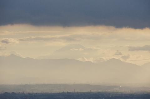 雲間から富士山
