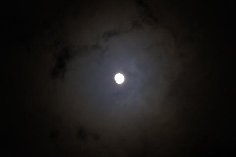 月食開始時の光環