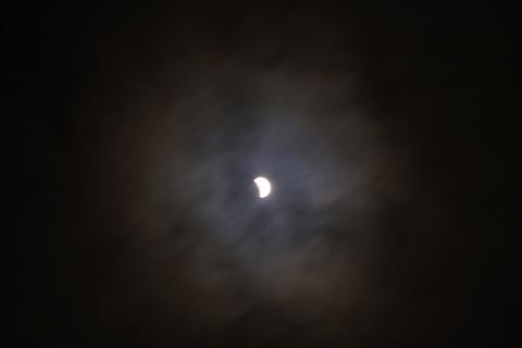 月食と光環の共演