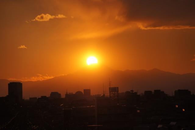 富士山にかかる夕日