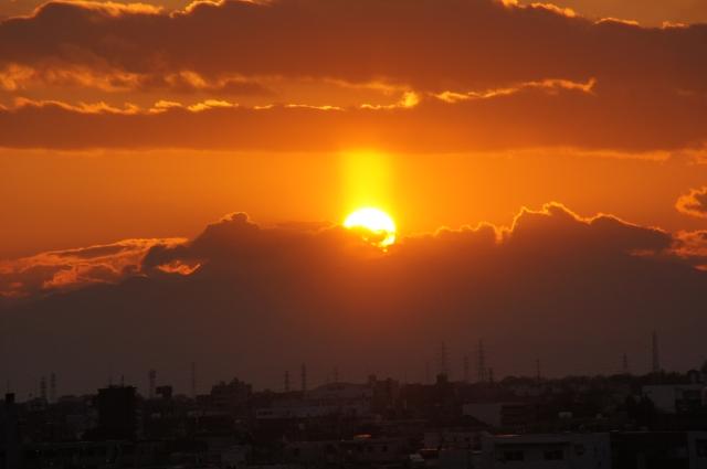 太陽柱が伸びる
