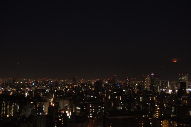 東京スカイツリーと満月