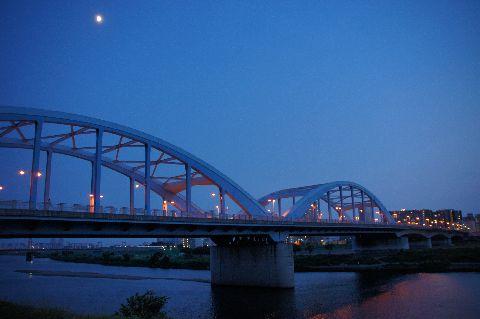 丸子橋と月