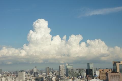 湧き立つ入道雲