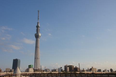 東京スカイツリーと月 その1