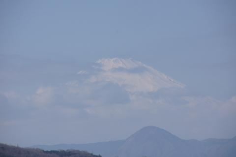 少し雲がかかる富士山