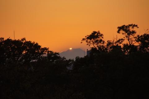 まもなく富士山に没する夕日