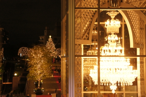 バカラシャンデリアとクリスマスツリー
