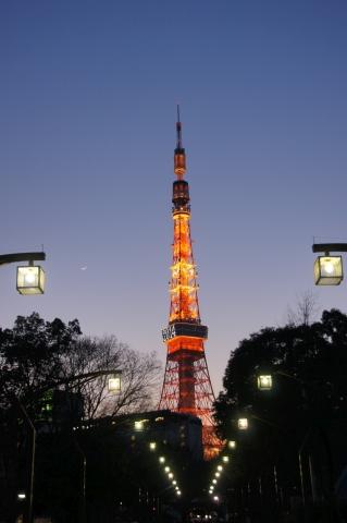 東京タワーに続く道
