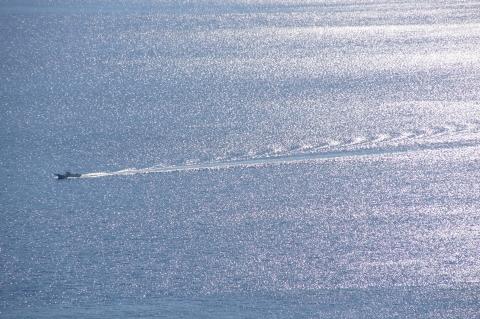 青い海ときらめく海と