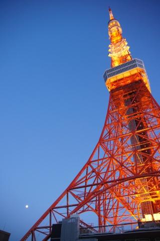 年号表示の東京タワーと月1.JPG
