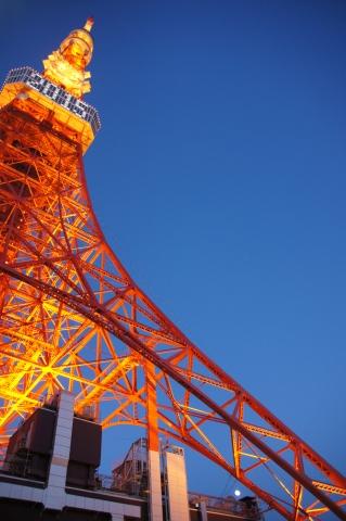 年号表示の東京タワーと月2