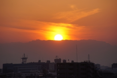 雲に入る太陽