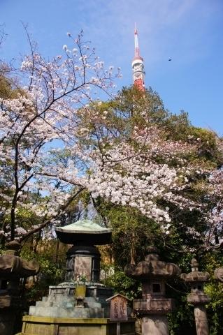 六代家宣公宝塔と東京タワー