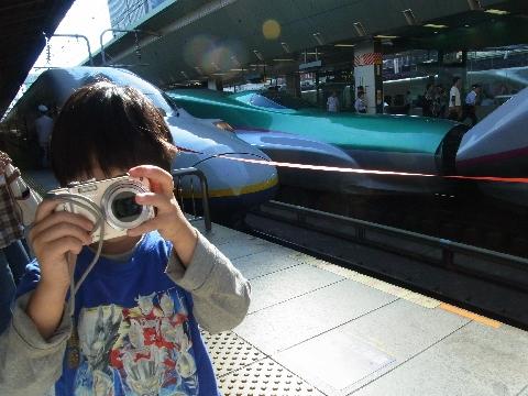 カメラを向ける悠真