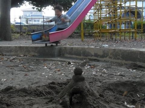 砂場に滑り台