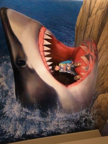 サメに食べられちゃうよ〜
