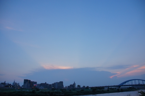 空に伸びる帯