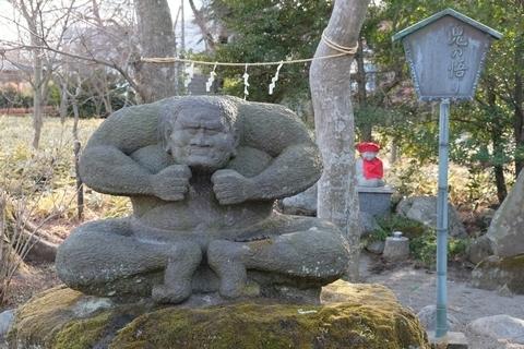 鬼の悟り石像
