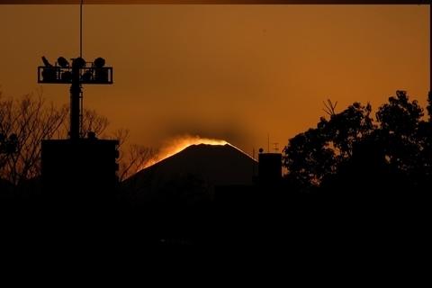空に映る富士山の影