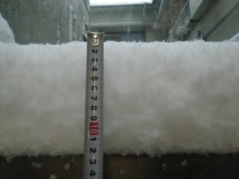 門の上の雪
