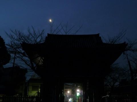 目黒不動仁王門と月