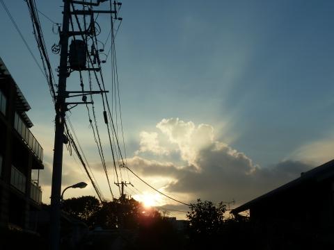 朝日の薄明光線