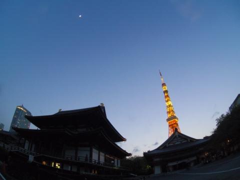 上弦の月と東京タワー