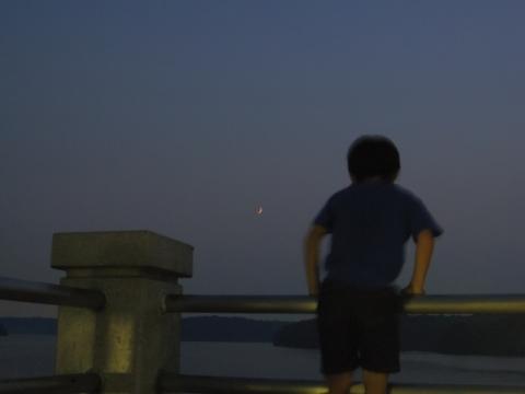 月に喜ぶ悠真