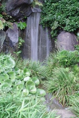 二の丸庭園の滝