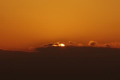見えない富士山と夕日