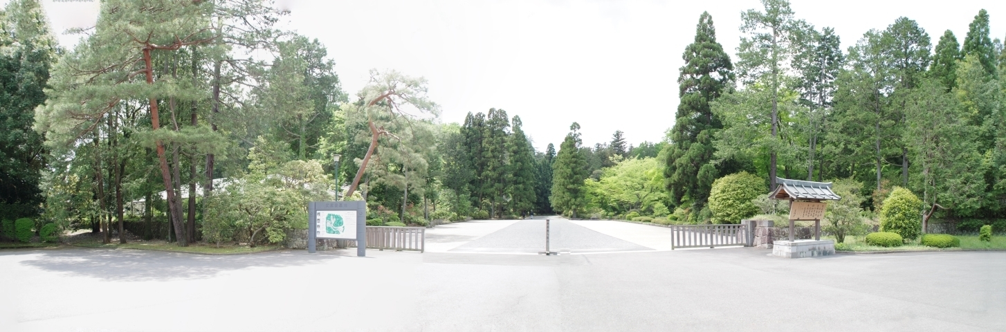 武蔵野陵墓地入り口